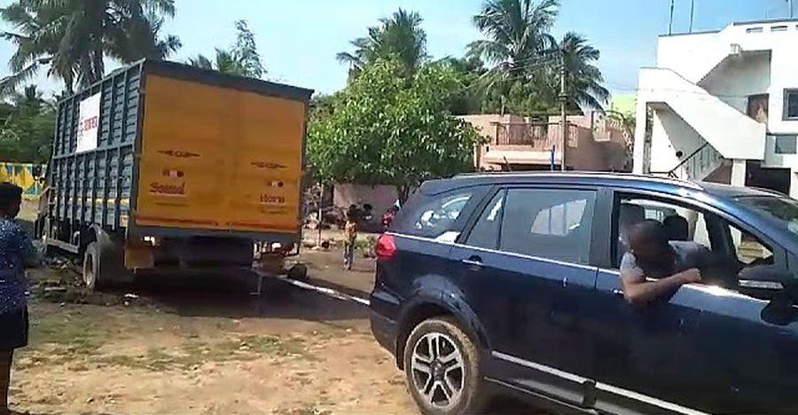 Watch the Tata Hexa rescuing a stuck Truck like a LEGEND! [Video]