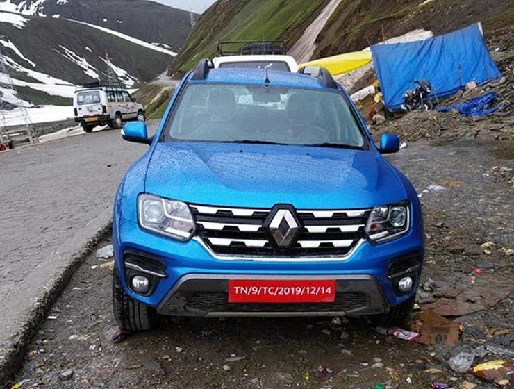Renault Duster SUV Facelift Spied Uncamouflaged In The Himalayas
