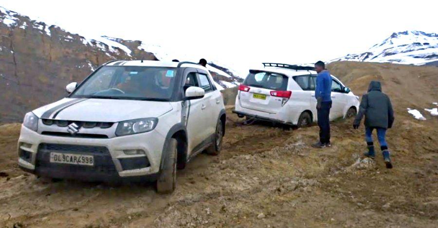 Maruti Brezza rescues the Toyota Innova Crysta in the Himalayan region of Spiti [Video]