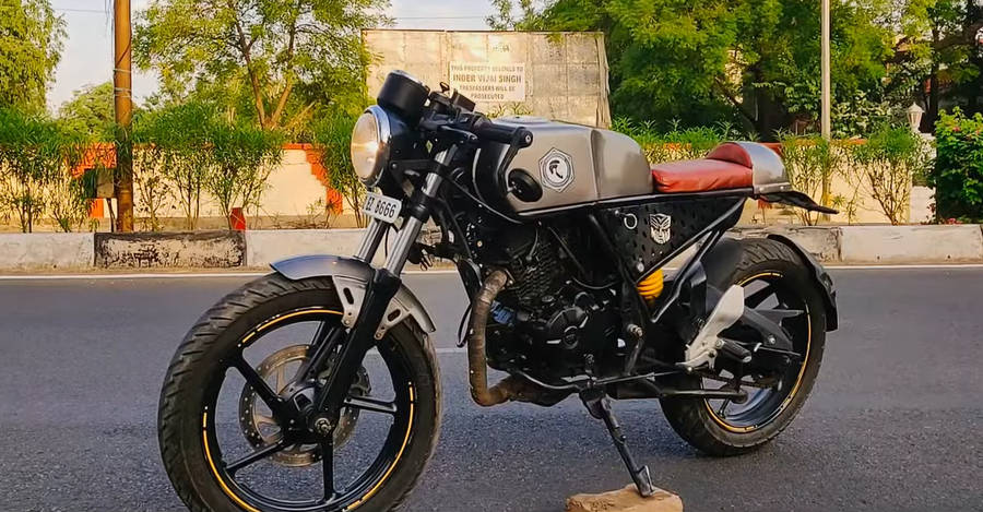 Bajaj Discover modified into a HOT cafe racer in just Rs. 70,000
