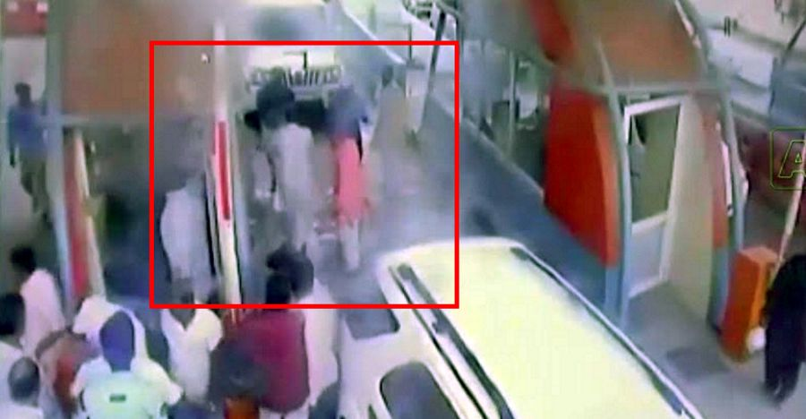 Politicians in a Toyota Fortuner and Mahindra Scorpio thrash toll plaza workers [Video]