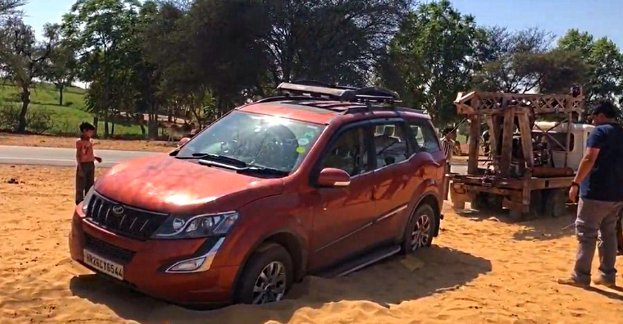 Mahindra XUV500 stuck in sand is a good reminder why 2WD SUVs should not be taken off-road [Video]