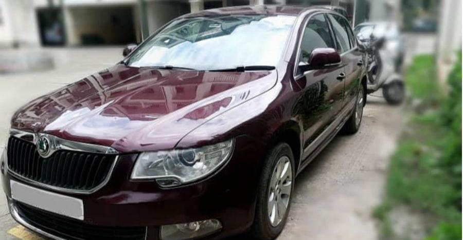 Luxurious petrol automatic used Skoda Superb saloon for sale at a sub-Maruti WagonR price