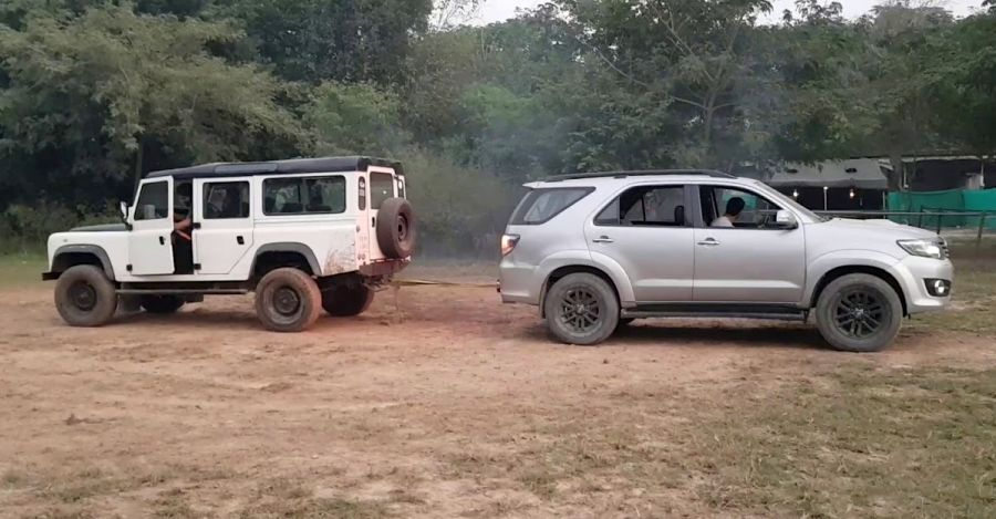 Toyota Fortuner & Land Rover Defender 110 in a tug of war: Who wins [Video]