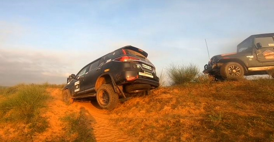 New Toyota Fortuner 4×4 gets STUCK: Mahindra Thar winches it out [Video]