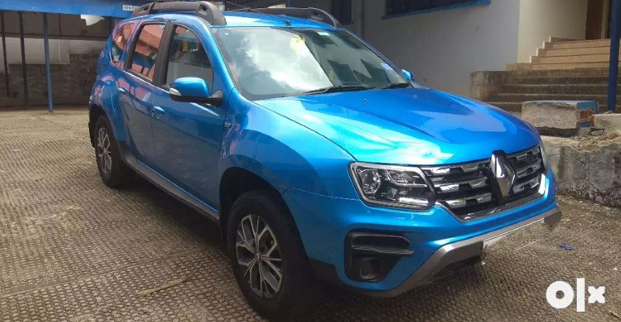 Almost-new used Renault Duster mid-size SUVs for sale: CHEAPER than new