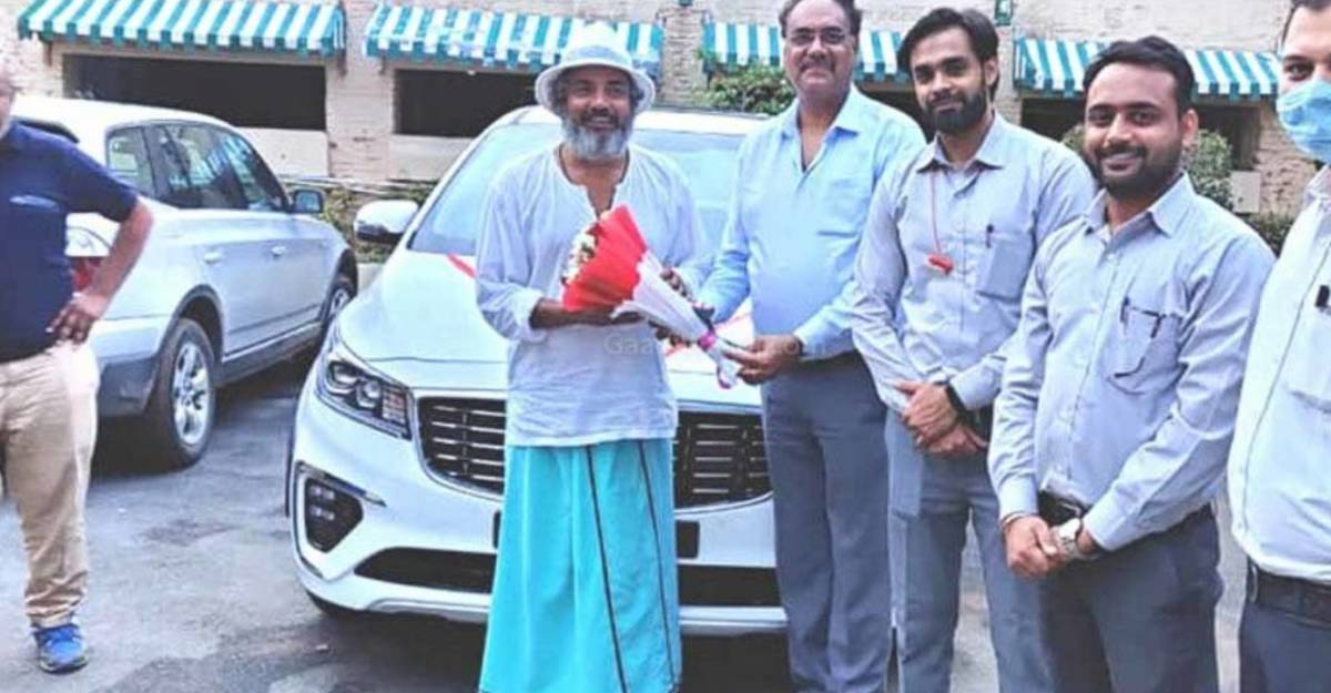 Ajay Jadeja becomes the first celebrity owner of the Kia Carnival