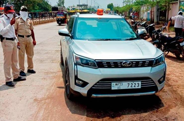 Police inspector stops collector's car for ILLEGAL beacon: Collector abuses cop & es …
