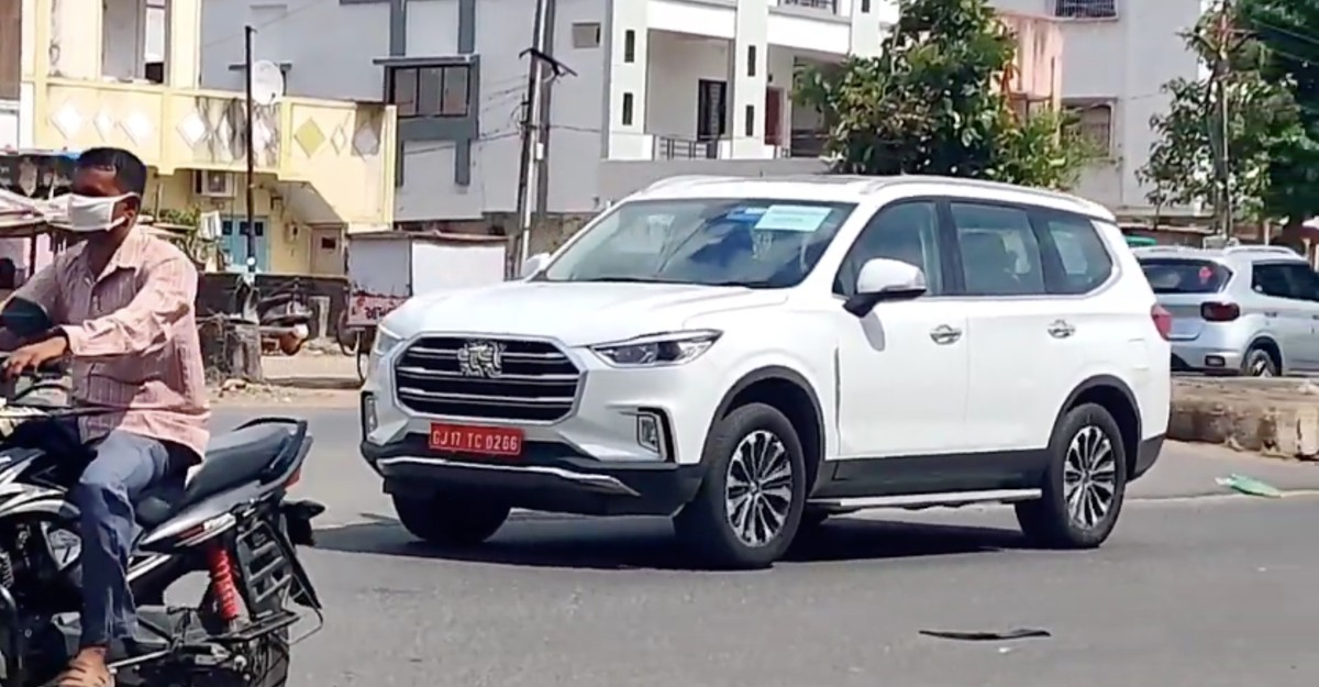 MG Gloster spied in India before official launch