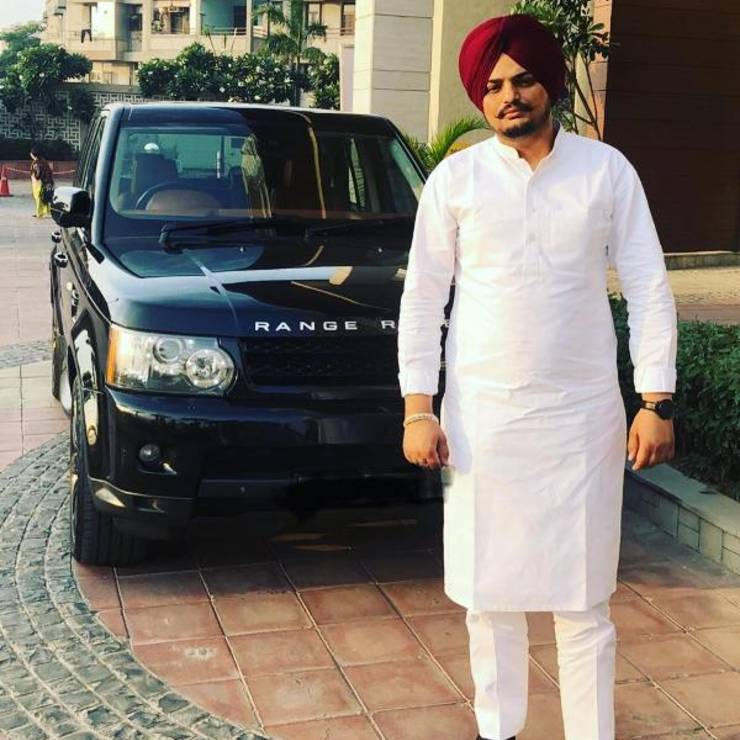 Punjabi singer Sidhu Moosewalla BUSTED for sunfilm on his Range Rover [Video]