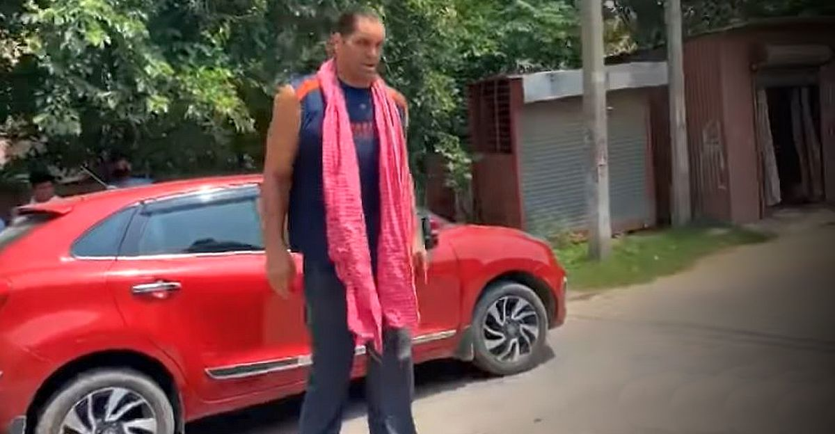 7-foot tall Great Khali barely fits in the Toyota Glanza: [Video]