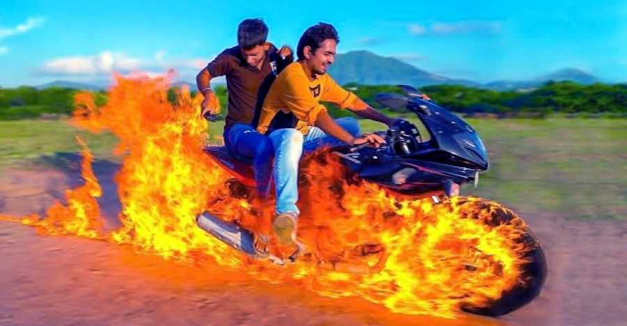 Vlogger trying to be Ghost Rider on a Bajaj Pulsar 220 is absolute STUPIDITY [Video]
