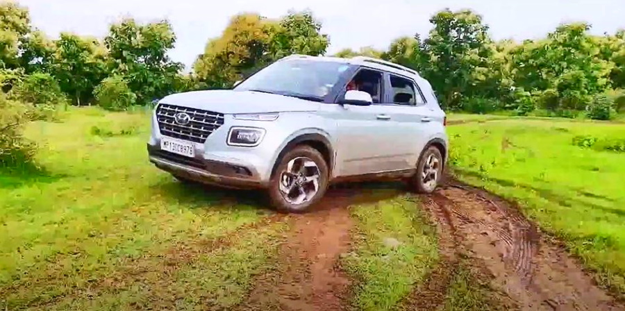 Hyundai Venue sub-4 meter compact SUV goes on a mild off road trail [Video]