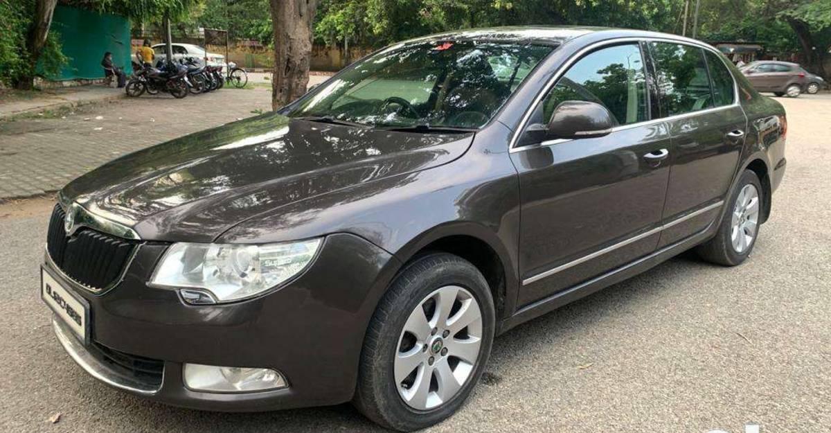 3 luxurious Skoda Superb turbo-petrol sedans selling for under 4 lakh