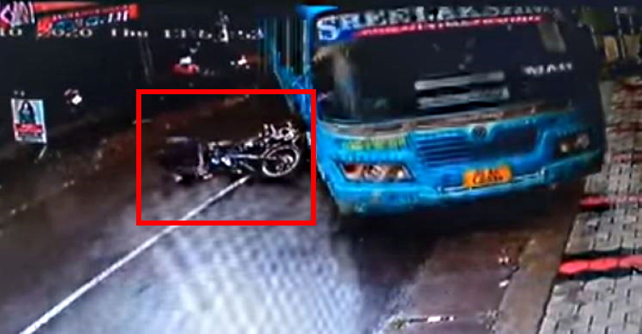 Alert bus driver saves motorcycle rider who skidded on a wet road [Video]