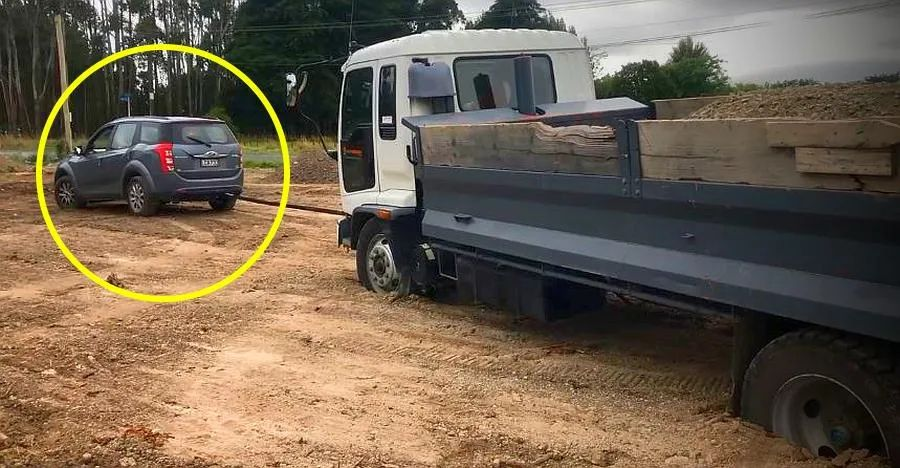 Mahindra XUV500 pulls out a big truck STUCK in a hole: Power of all wheel drive? [Video]