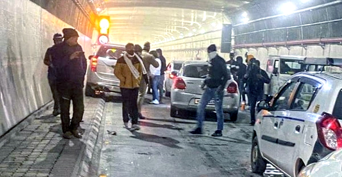 3 cars seized, 7 ARRESTED after creating traffic jam in Atal Tunnel