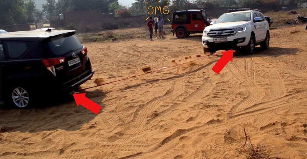 Ford Endeavour rescues Toyota Innova stuck in sand