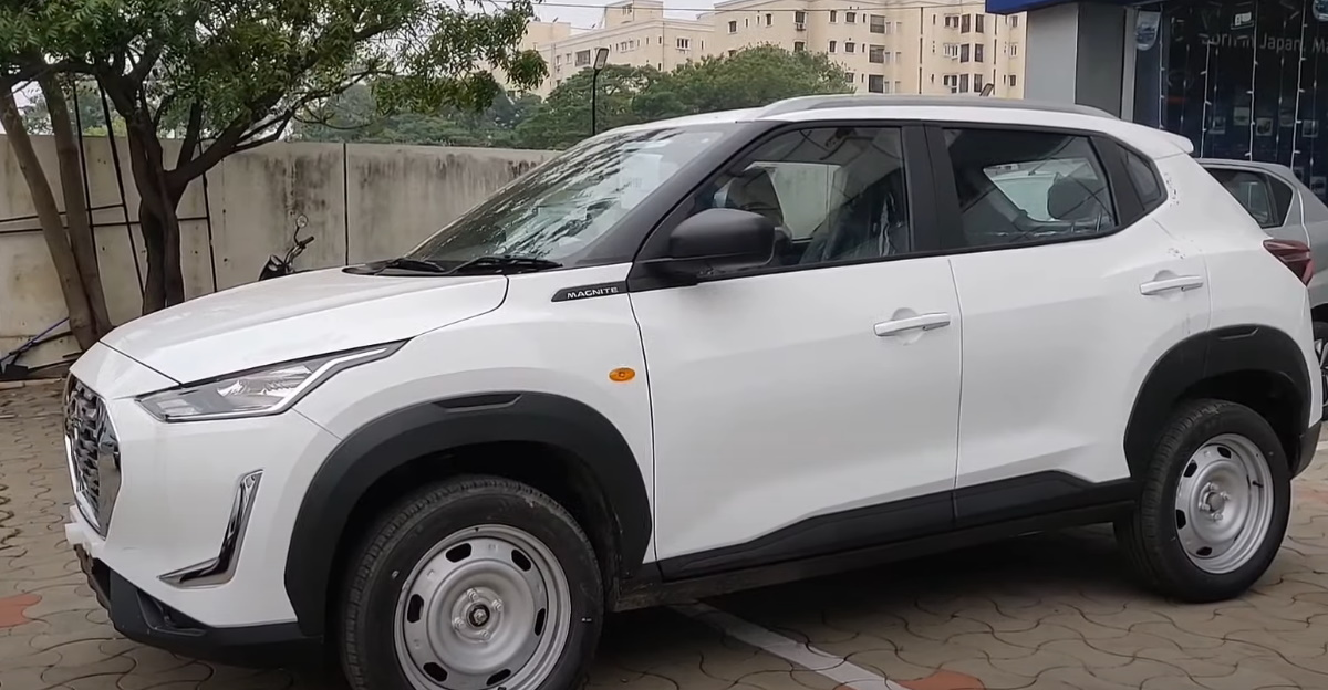 Nissan Magnite XE entry level variant in a walkaround video