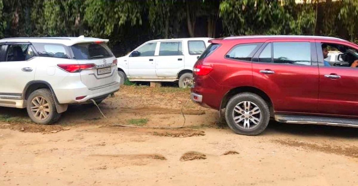 Ford Endeavour takes on the Toyota Fortuner in a classic tug of war