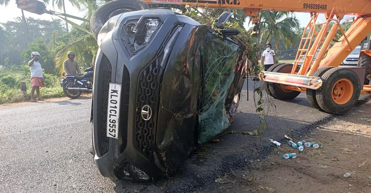 Tata Harrier owner thanks SUV's build quality after rollover crash