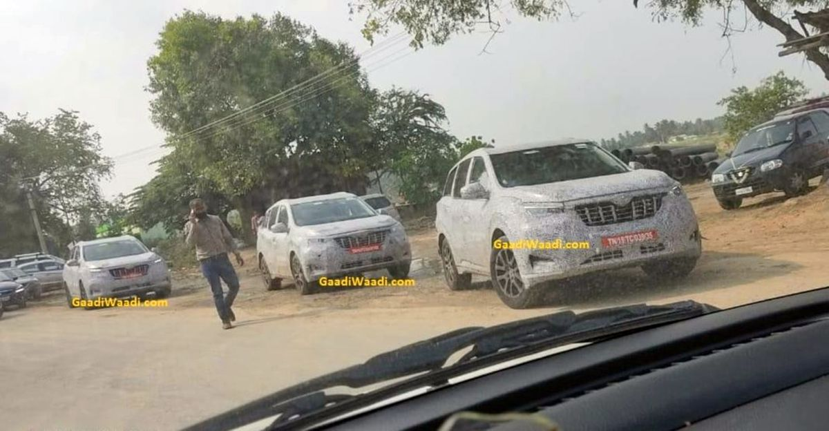 2021 Mahindra XUV500 petrol & diesel variants spied together