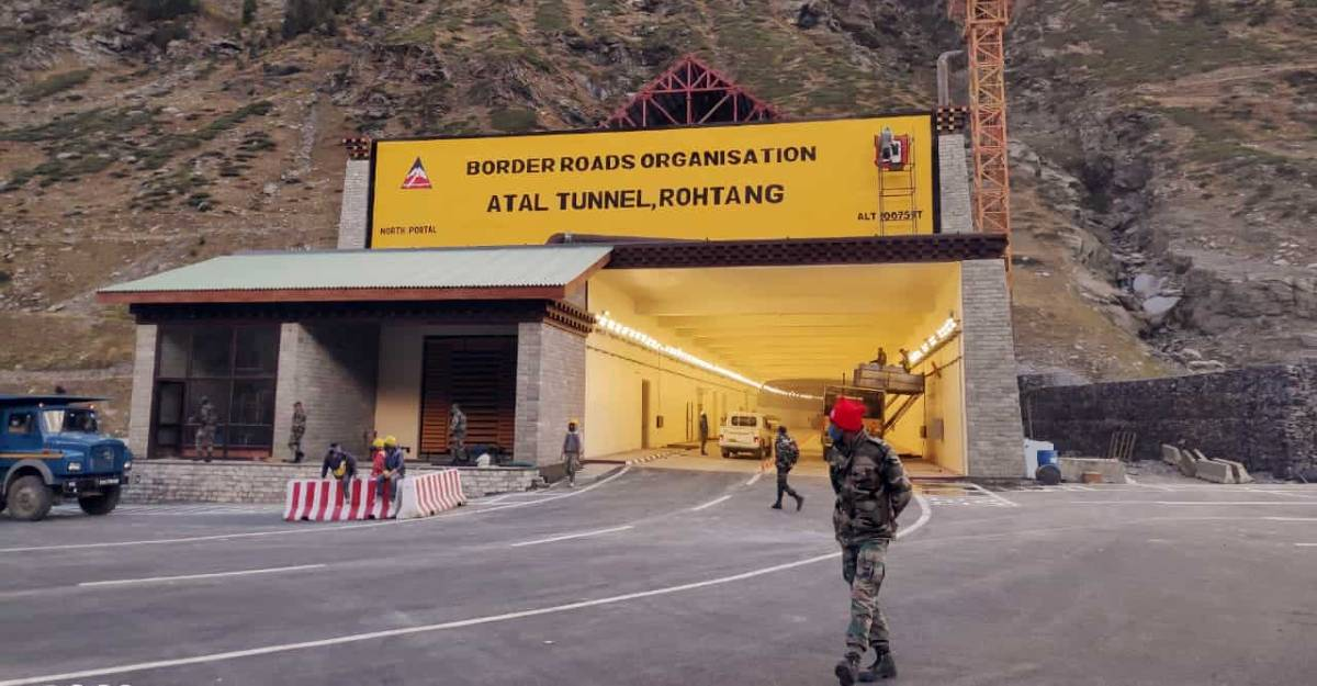 Atal Tunnel shut for 3 days due to avalanche, landslide threat