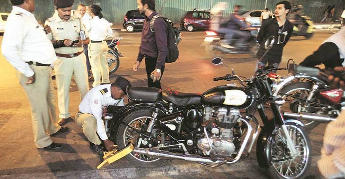 Police fine 3,000 Royal Enfield owners, & collect 30 lakh in fines for modified exhausts