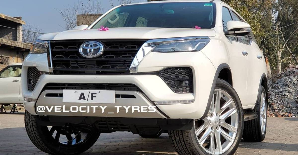 Toyota Fortuner facelift with 22-inch alloy wheels looks dapper