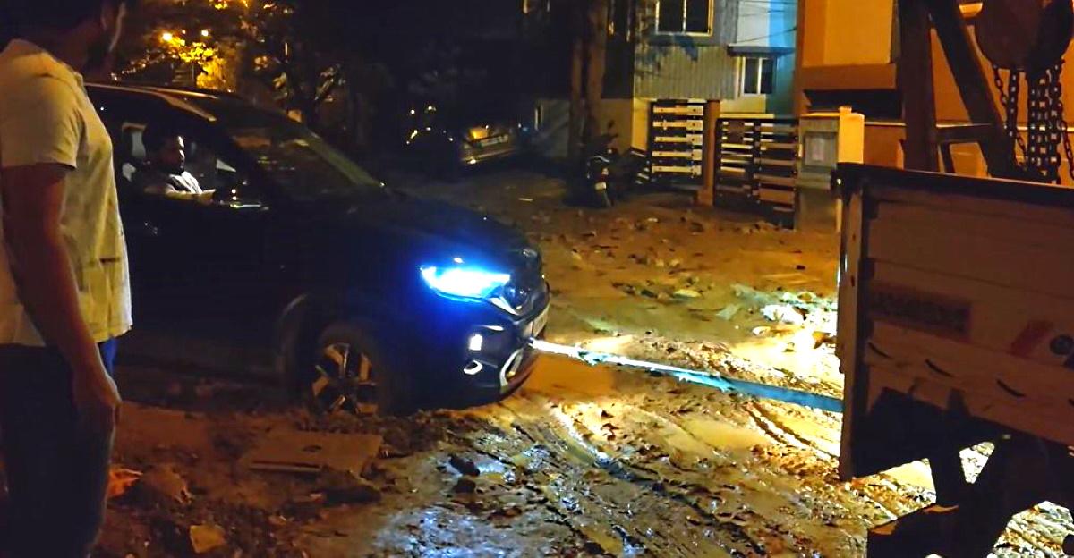 Kia Sonet stuck in slushy Bangalore road: Tow truck to the rescue