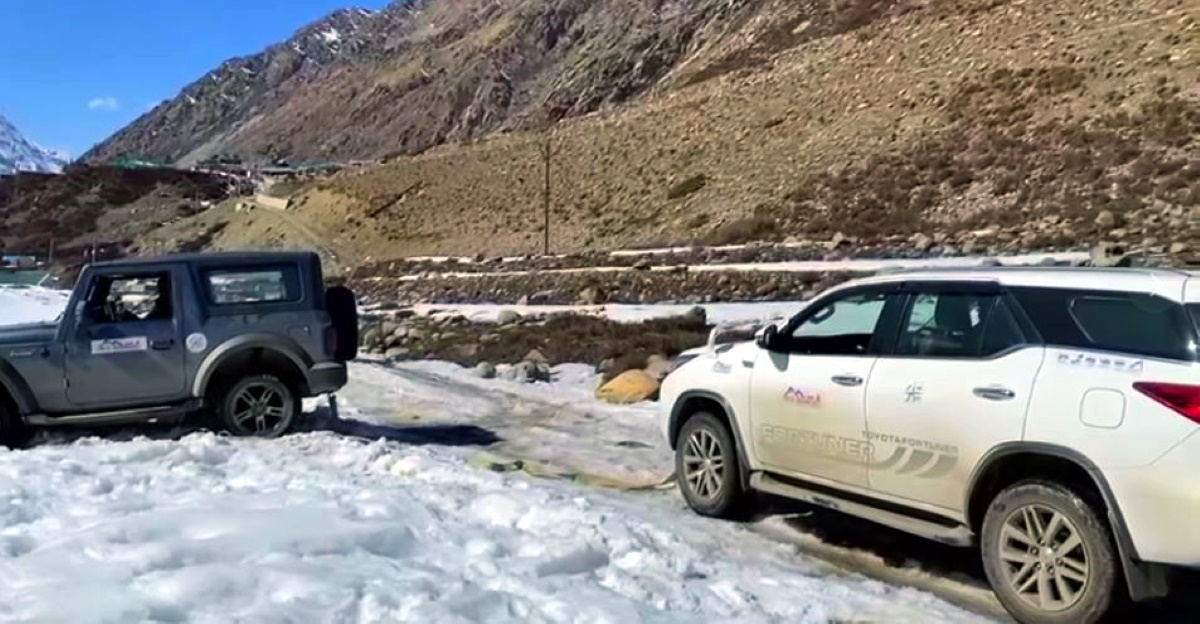 Fortuner rescues stuck Thar: But there is a simple answer!