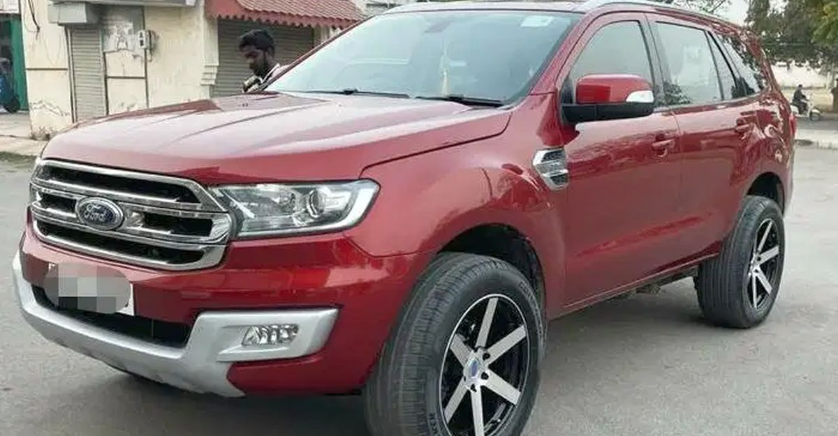 3 used Ford Endeavour luxury SUVs selling at half the original price