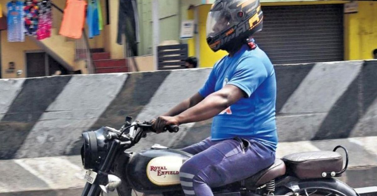 No rear view mirror on two-wheeler: Cops begin fining owners