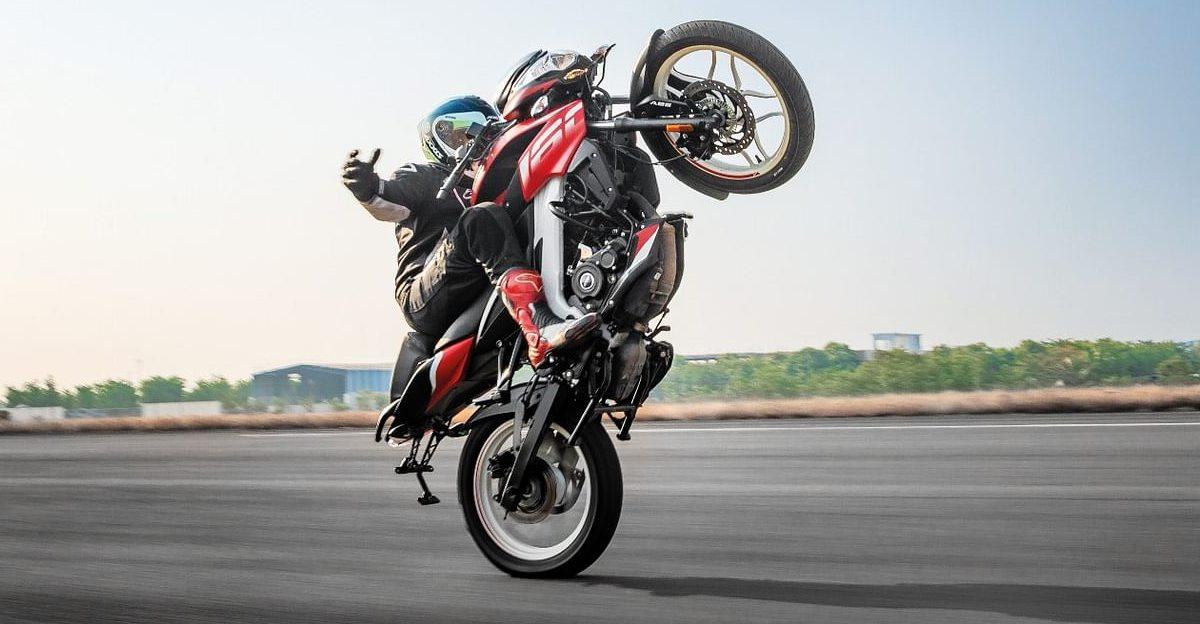 Bajaj Pulsar NS160 breaks record for longest no-hands wheelie