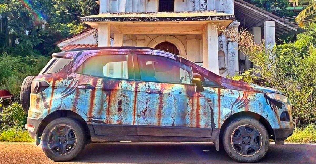 Ford EcoSport with Jurassic Park-themed rust wrap looks special