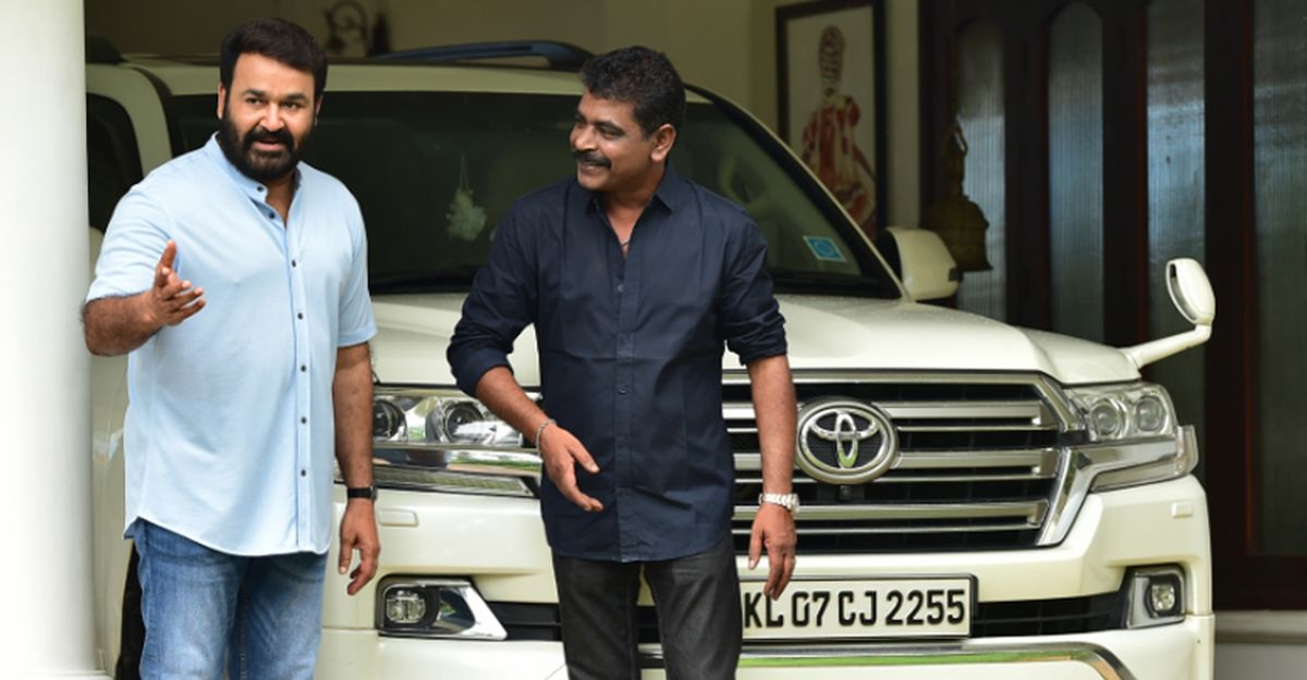 Malayalam moviestar Mohanlal's multi-crore Toyotas on video