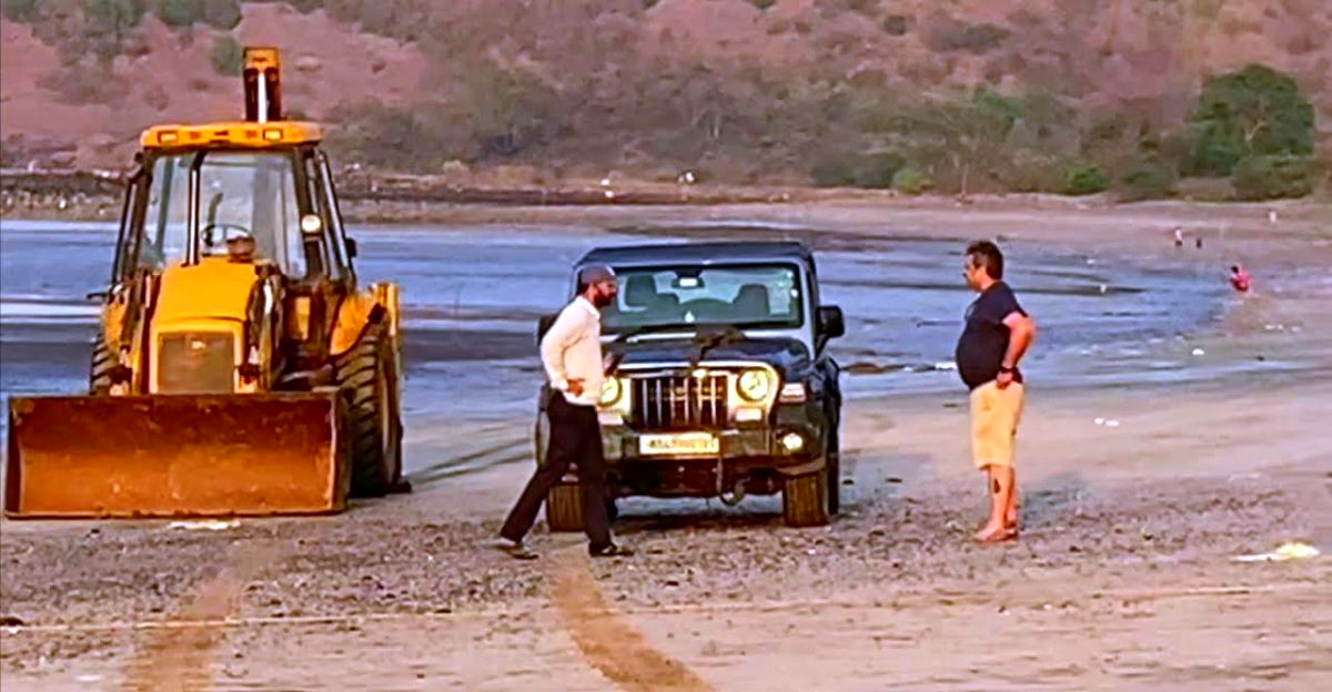 Brand new Mahindra Thar gets stuck on the beach: JCB to the rescue