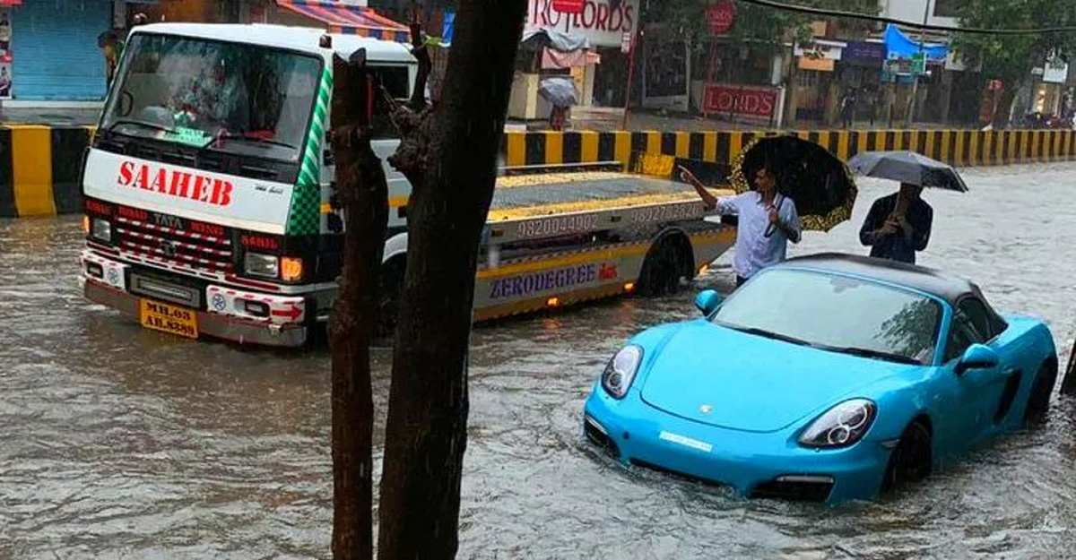 10 things you should NOT do while driving through a flooded road