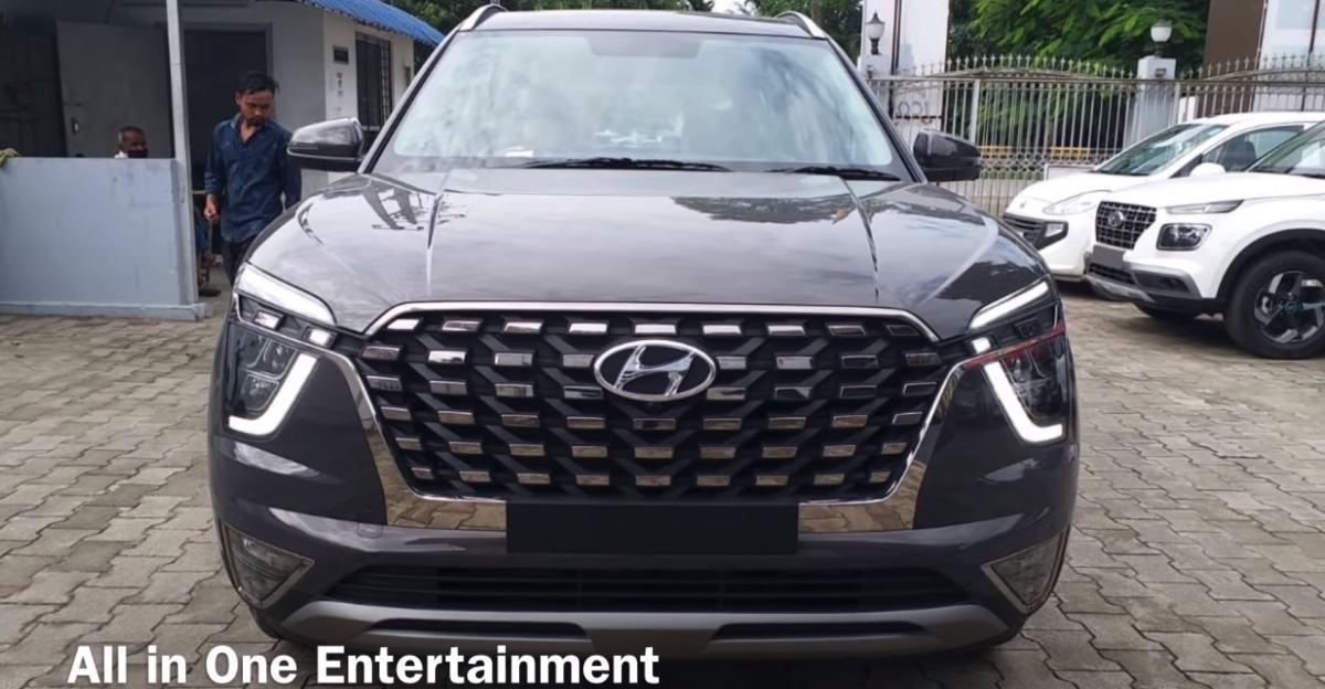 Hyundai Alcazar SUV spied in the yard ahead of launch