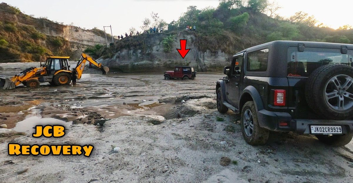 Old gen Mahindra Thar gets stuck in sand: JCB to the rescue