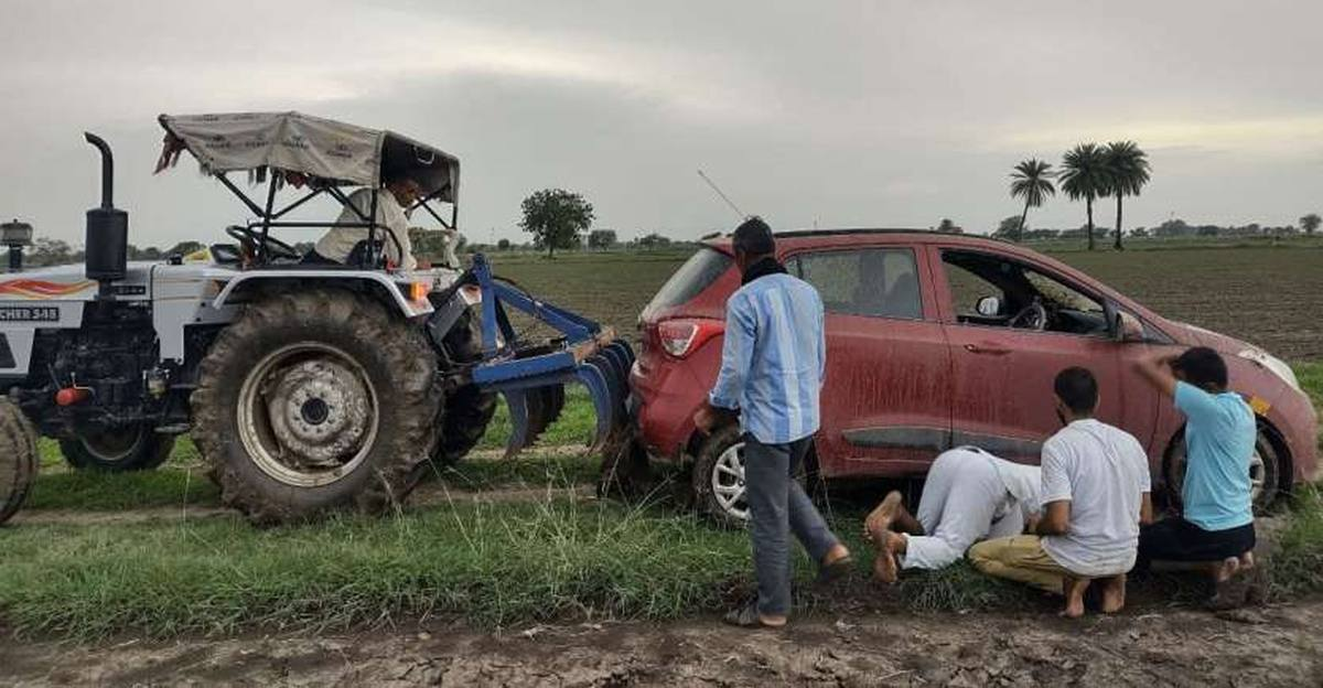 German tourists following Google Maps in a Hyundai Grand i10 get royally stuck in a field in Rajasthan