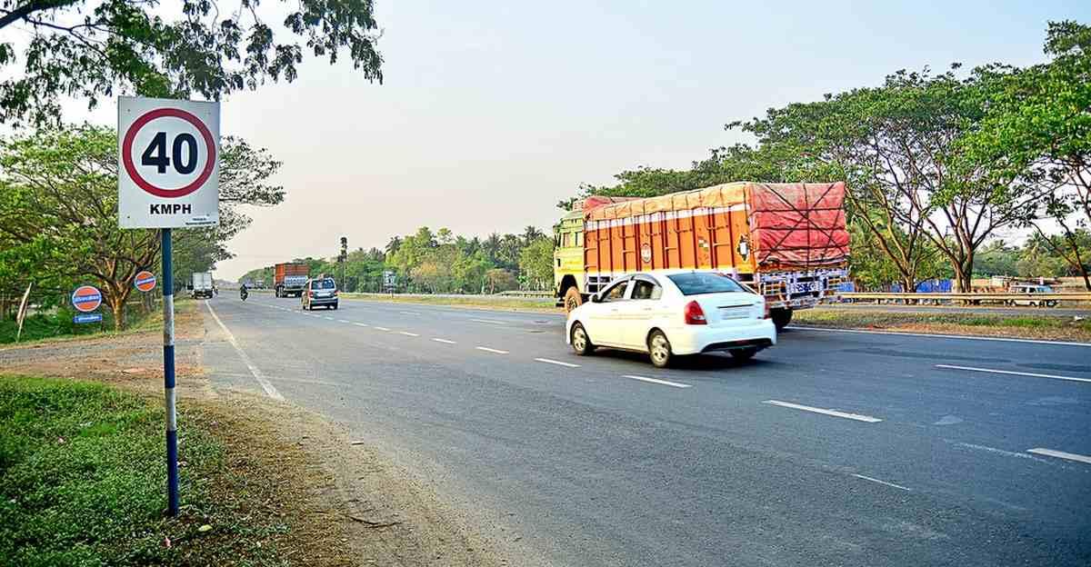 Increase speed limits by 20 kmph says Nitin Gadkari