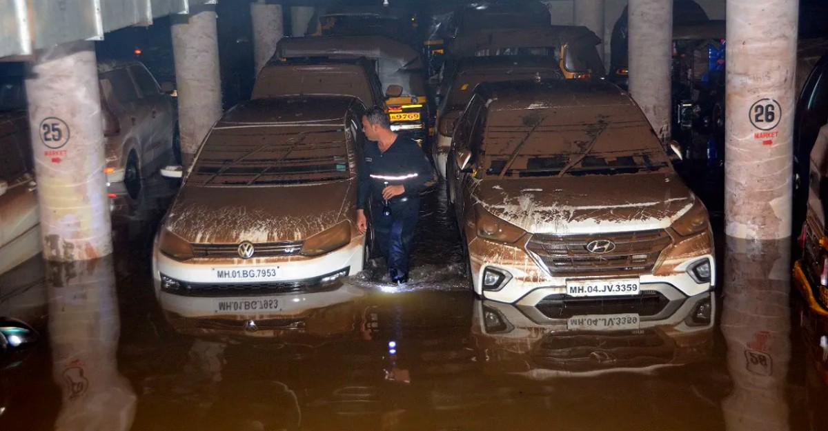 400 cars get submerged after Mumbai parking lot goes under flood water