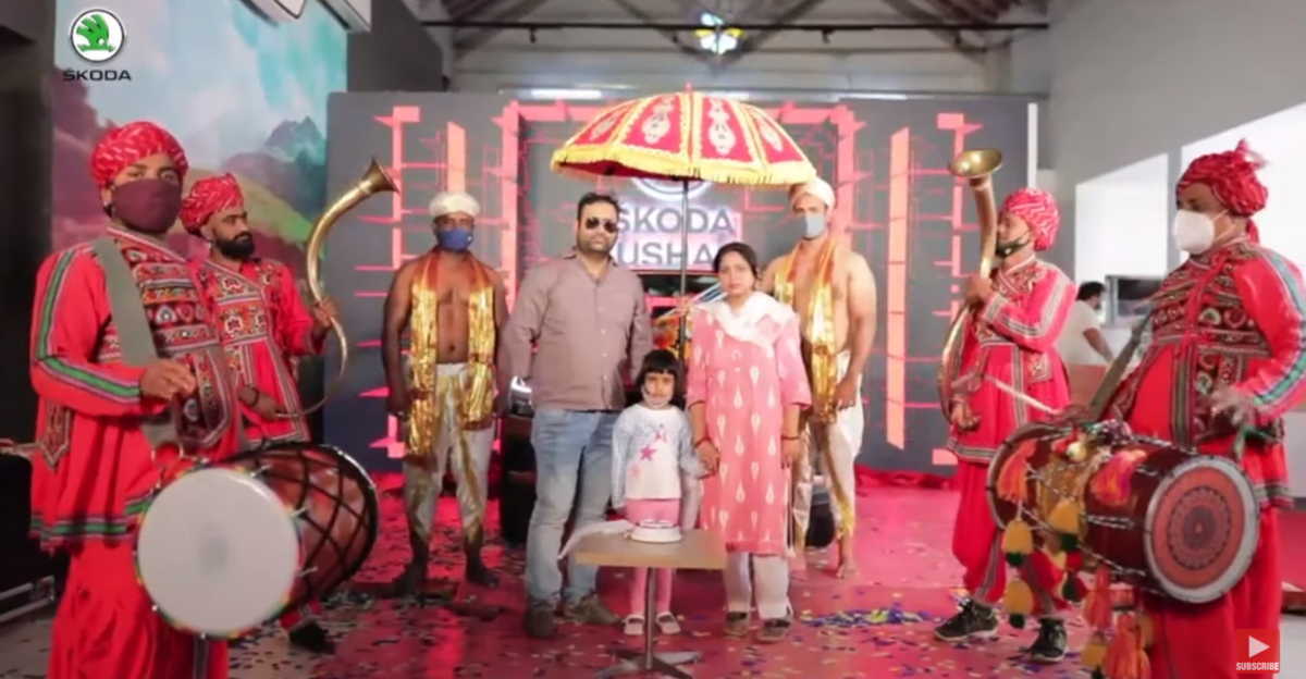 Watch Skoda give Kushaq buyers the 'Royal Delivery' experience
