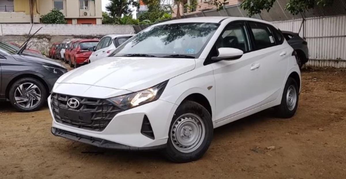 New Hyundai i20 Base Era trim in a detailed walkaround video