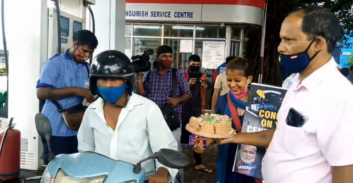 Cakes distributed at fuel pump as petrol price crosses Rs 100/litre in Goa [Video]