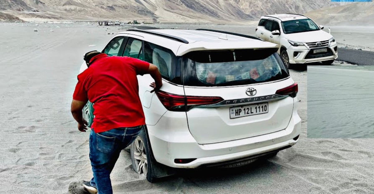 Toyota Fortuner gets stuck in sand: Another Fortuner comes to the rescue