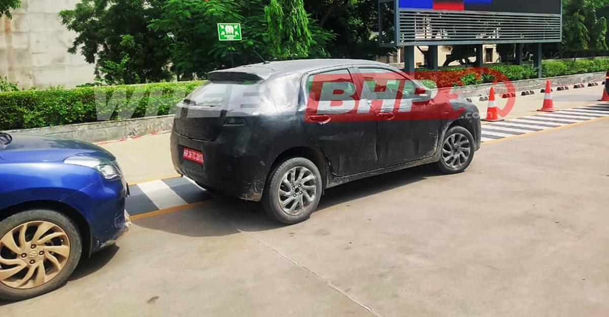 2022 Maruti Suzuki Baleno spotted parked with current Baleno