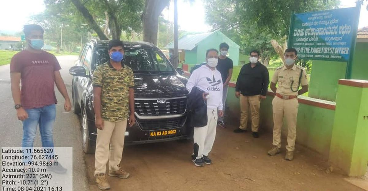 Bandipur Tiger Reserve takes action against Mahindra XUV500 driver for feeding wild animals
