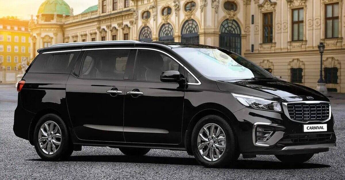 Kia Carnival with Rs 3.5 lakh discount now costs less than Toyota Innova Crysta
